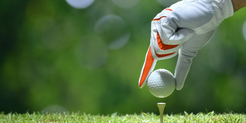 How to play golf - ball and tee